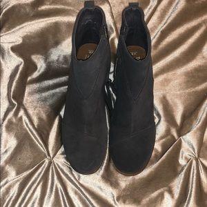 Toms sued heeled bootie